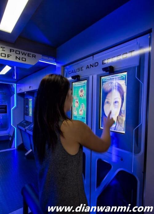 AR还可用来禁毒 这辆大巴让你看清毒品对颜值的损害 VR 第3张